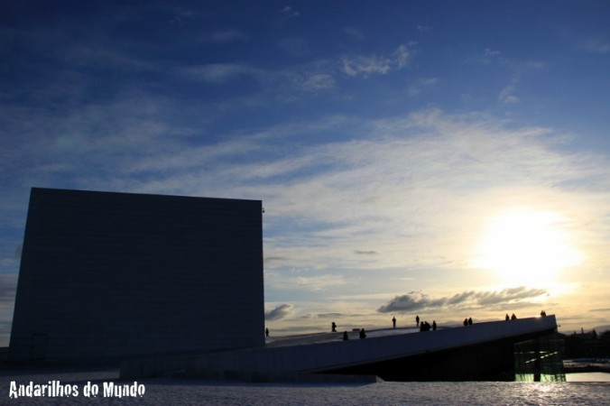 opera de oslo no por do sol